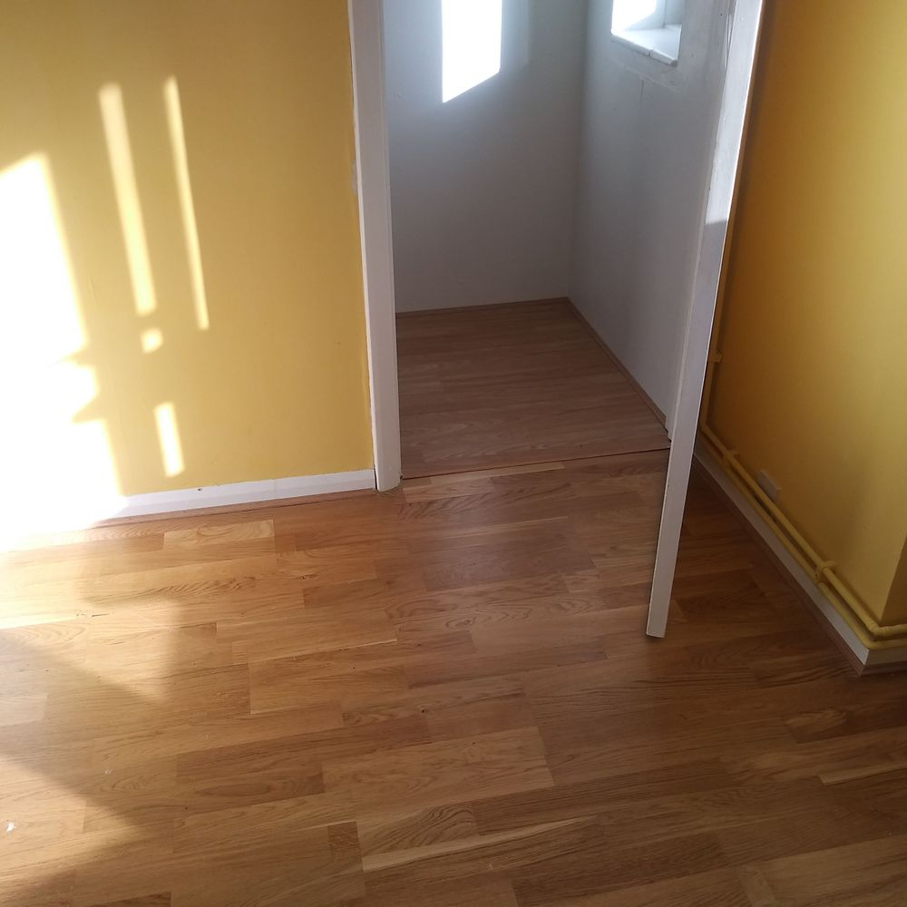 Laminate flooring, Painting, Office Room