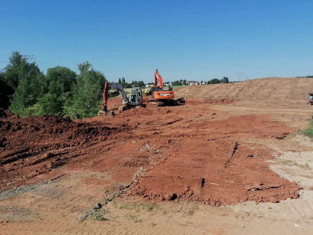 Containerdient, Geländeregulierung, Erdarbeiten, Bagger, Mutterboden, Baubetreuung Zwickau, Bauunternehmen, Baufirma