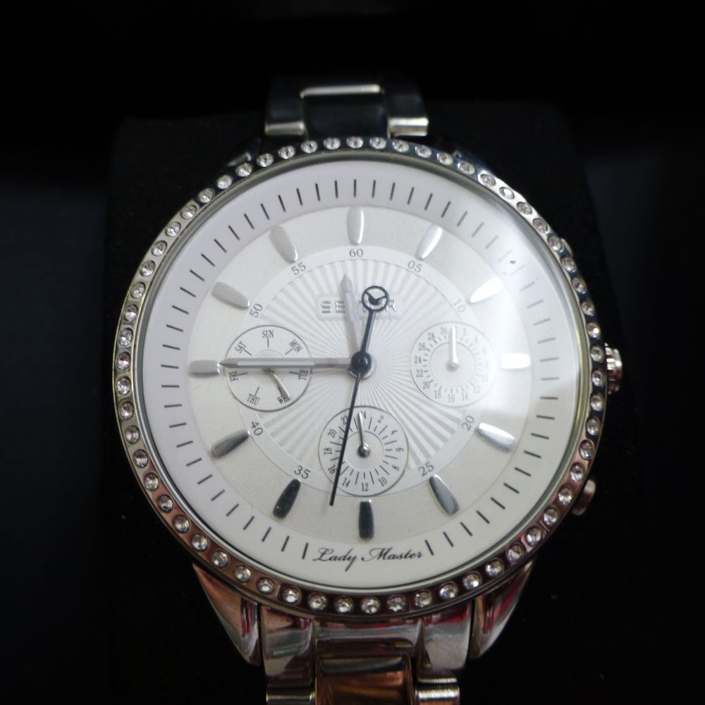Stainless sector lady master watch with a diamond bezel