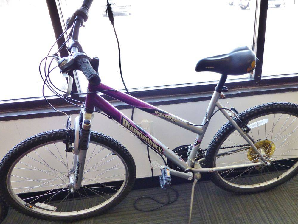 Closeup picture a Diamondback Outlook Women's Purple and Silver Bike