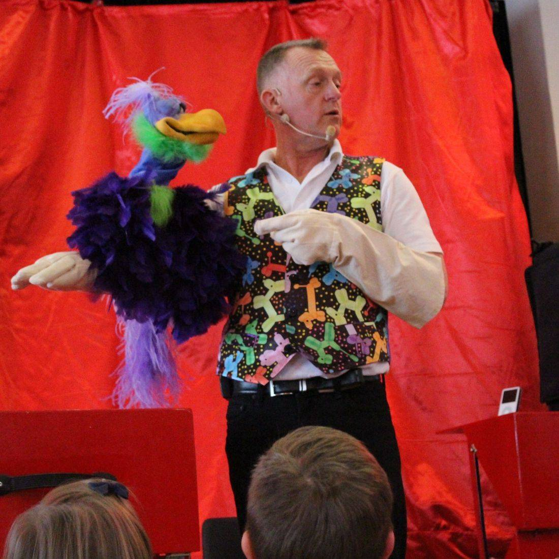 Dizzy Dean and Vern the bird puppet show