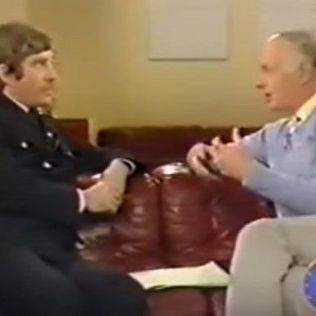 Alan Godfrey interviewé par Frank Bough sur BBC