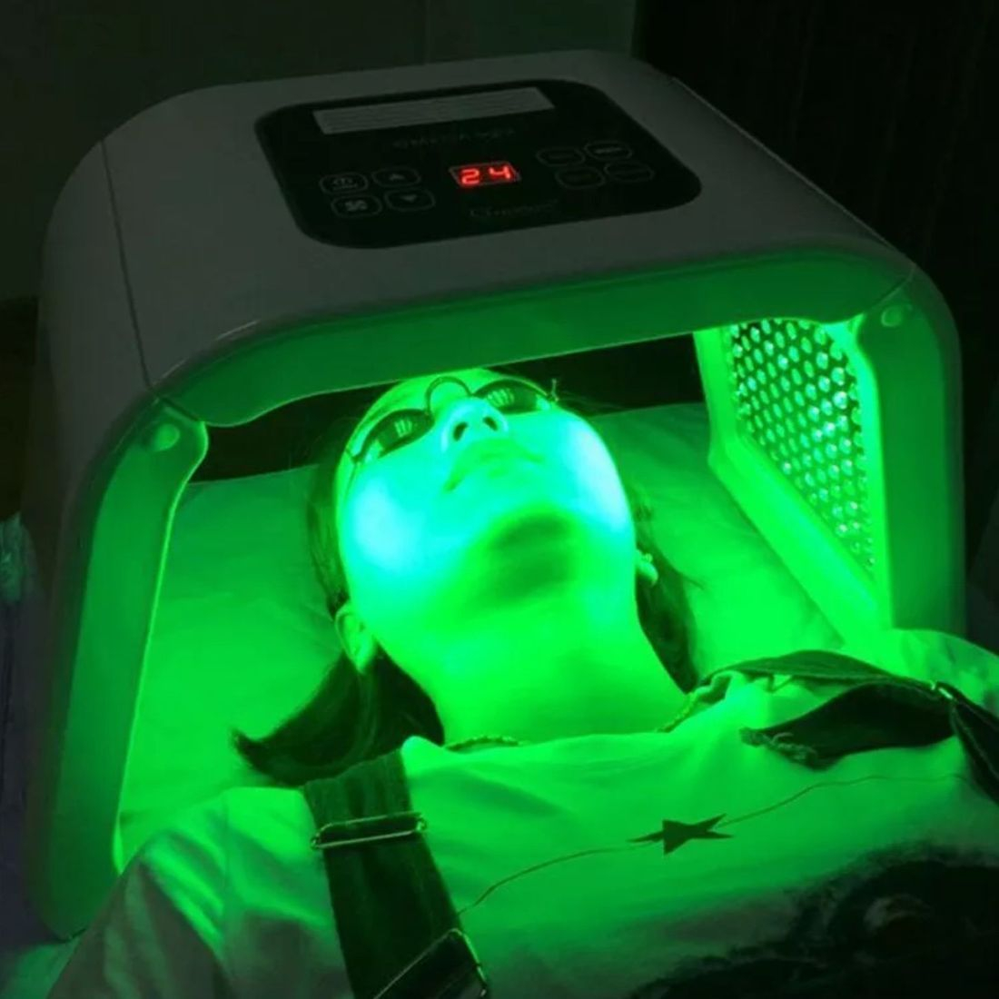Green LED light therapy, phototherapy calming facial pigmentation creativity beauty solutions Reading