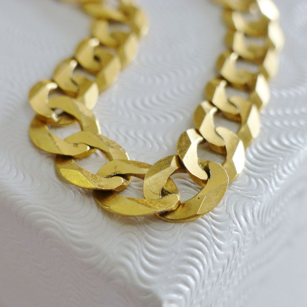 Closeup Picture of a Men's Yellow Gold Cuban Curb Link Necklace