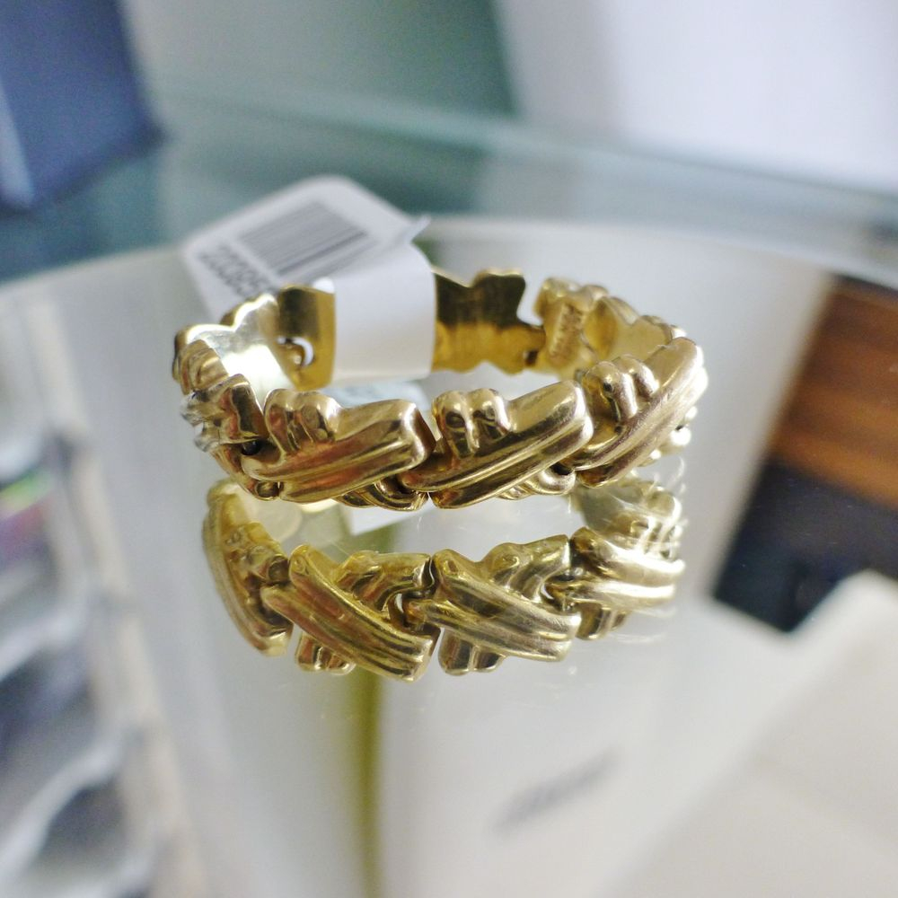 upclose picture of a yellow gold textured x link chain style band