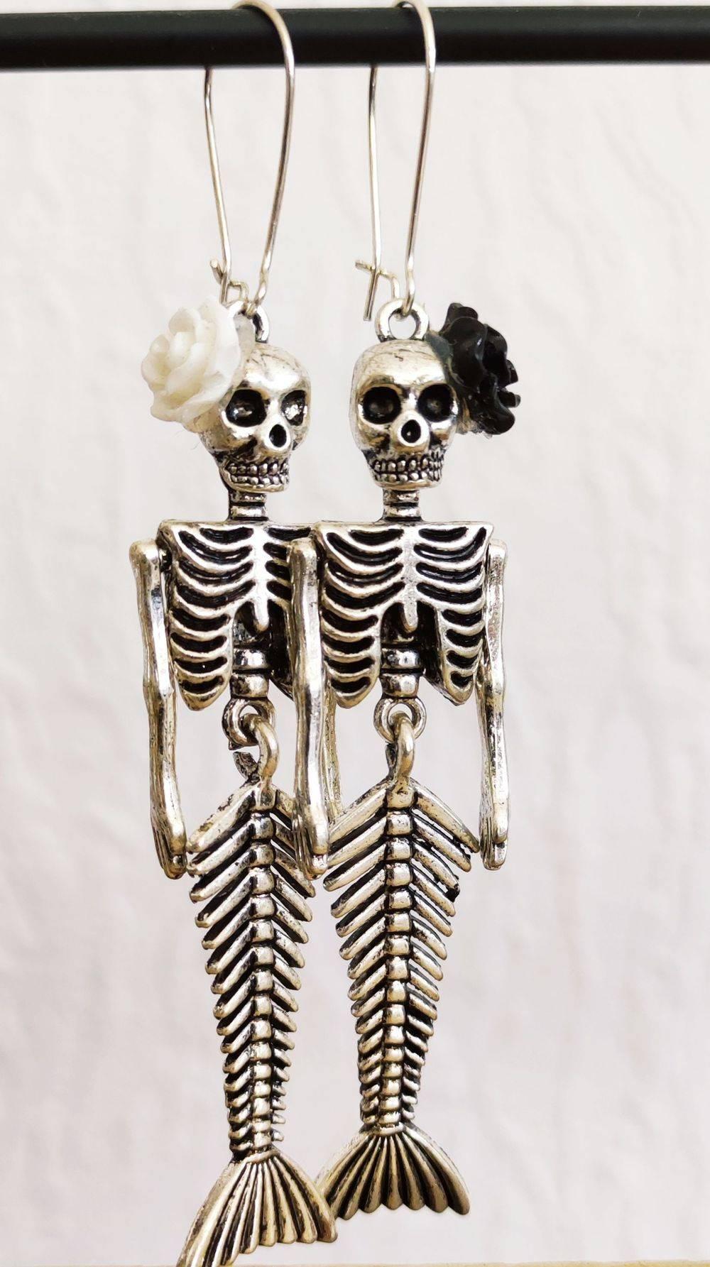 boucles d'oreilles tête de mort, boucles d'oreilles darkmermaid, darkmermaid, Skull'n'Roses, boucles d'oreilles rock, , Bijoux rock, bijoux crâne, bijoux tête de mort, bijoux Biker, bijoux rockabilly, bijoux pinup, Skull, crâne, tête de mort, bijoux artisanaux, Rock'n'Babe, rocknbabe, rocknbabeshop