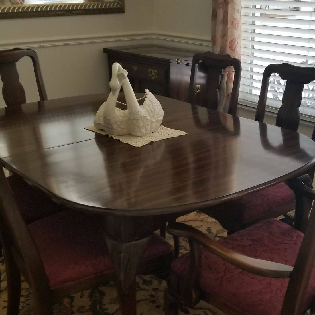 Dinning room Table & 6 chairs w/leaf