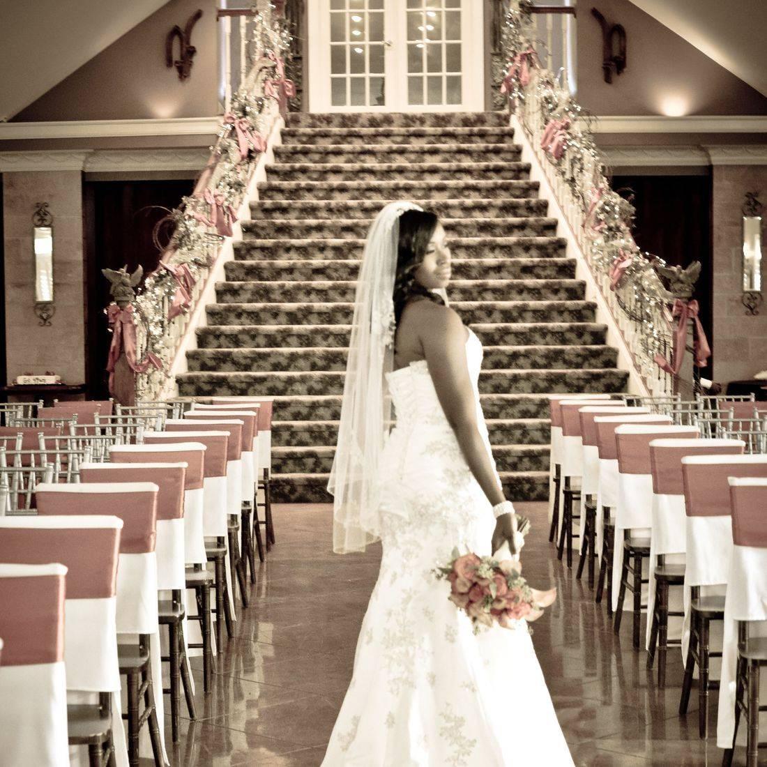 Memphis Fall Wedding Staircase Carahills Estate Orange Bouquet Linens