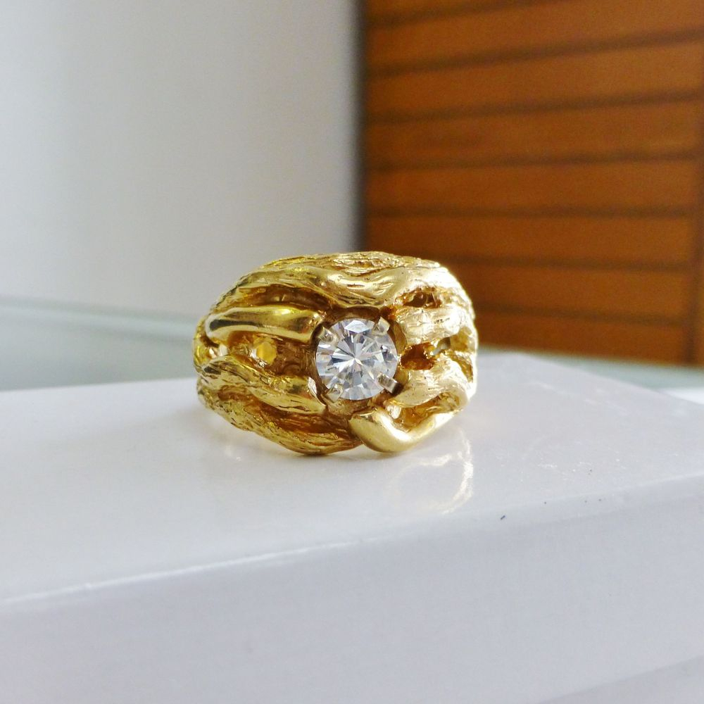 Men's 14K  Yellow Gold Vine Design Ring w. Round Cut Diamond Solitaire