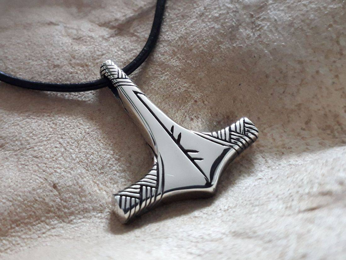 Mjölnir Viking Jewelry with staverunes and bindrune