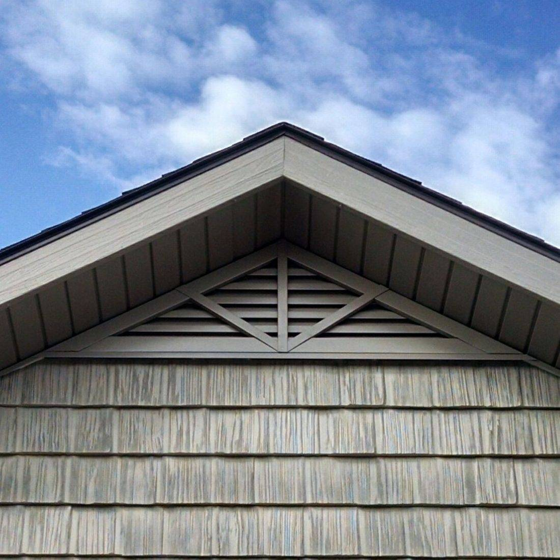 Triangle gable louver vent