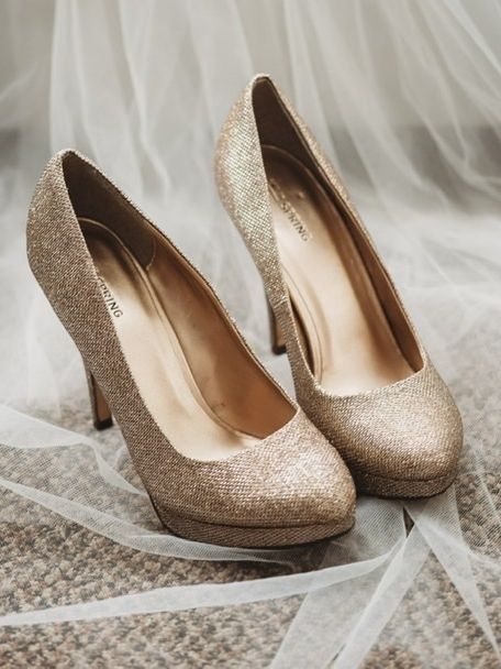 Veil gold shoe heel sparkle