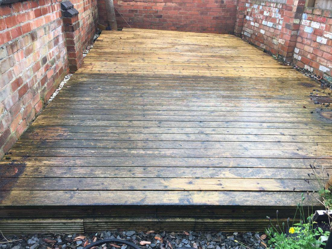 Decking Cleaning. Pressure washing Decking  in Leicestershire