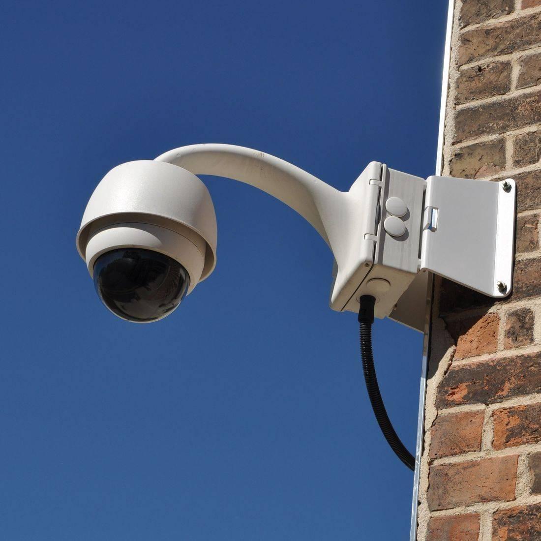 Corner mount PTZ (Pan, Tilt & Zoom) cameras allow for 270 degree surveillance