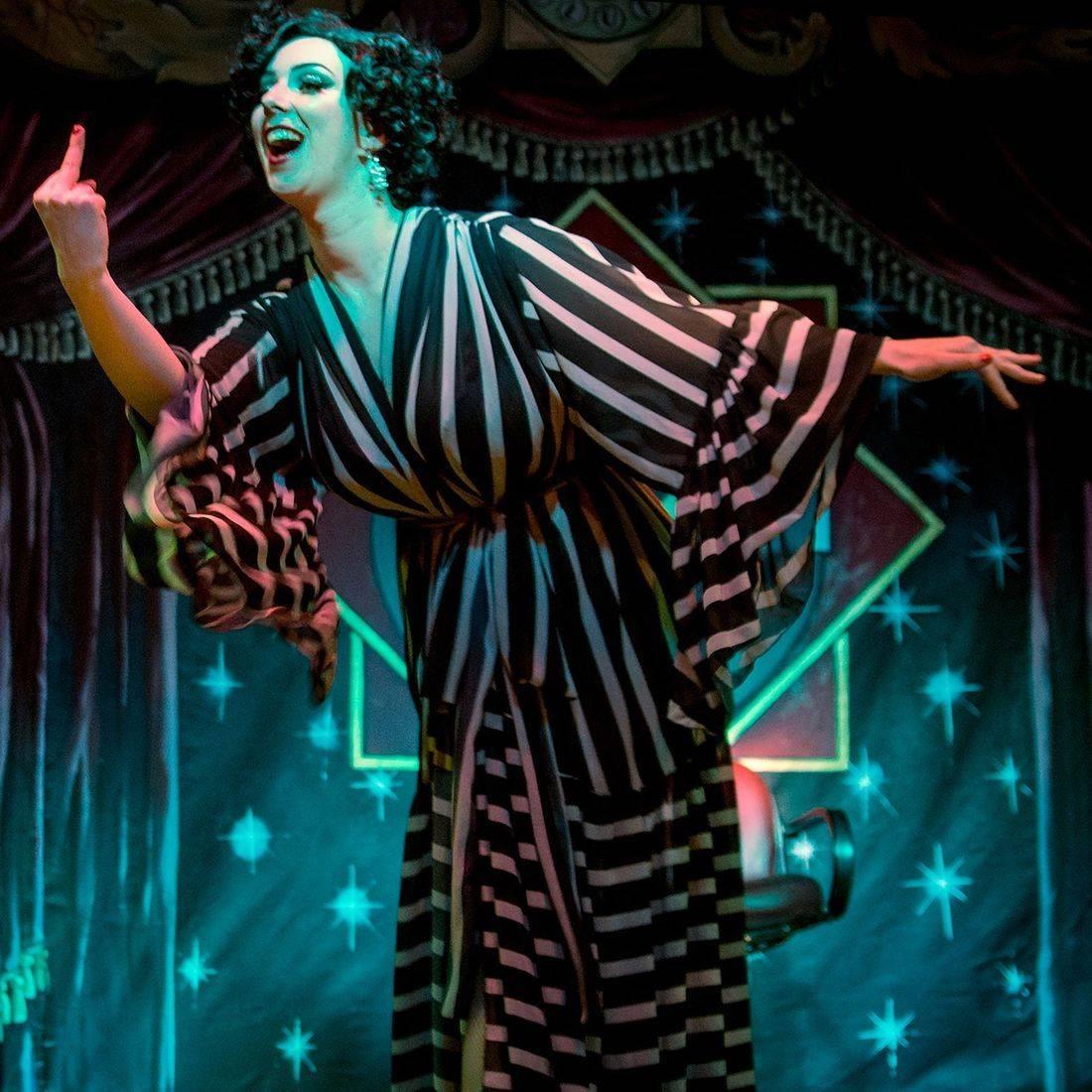Valerie Savage, burlesque, cabaret, Torquay, Devon, Kinky & Quirky