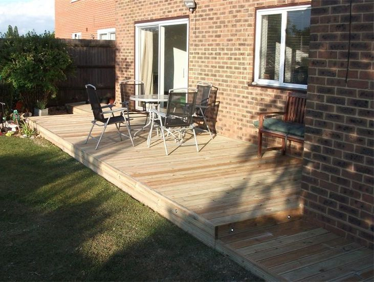 DECKING CONTRACTORS AND IDEAS LUTON BEDFORDSHIRE