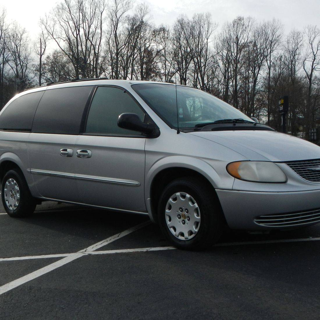 2002 Chrysler Town & Country LE
