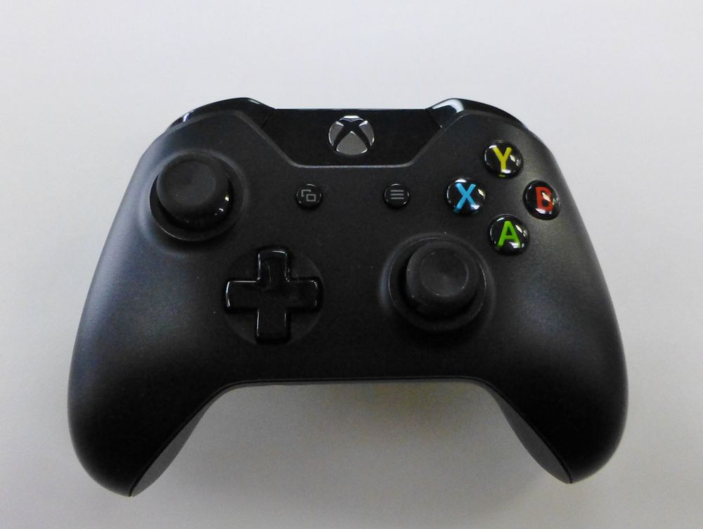 closeup picture of a black wireless Xbox One controller