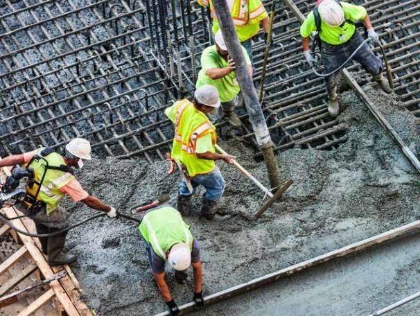 Pouring Concrete Patio   1833mixit4u