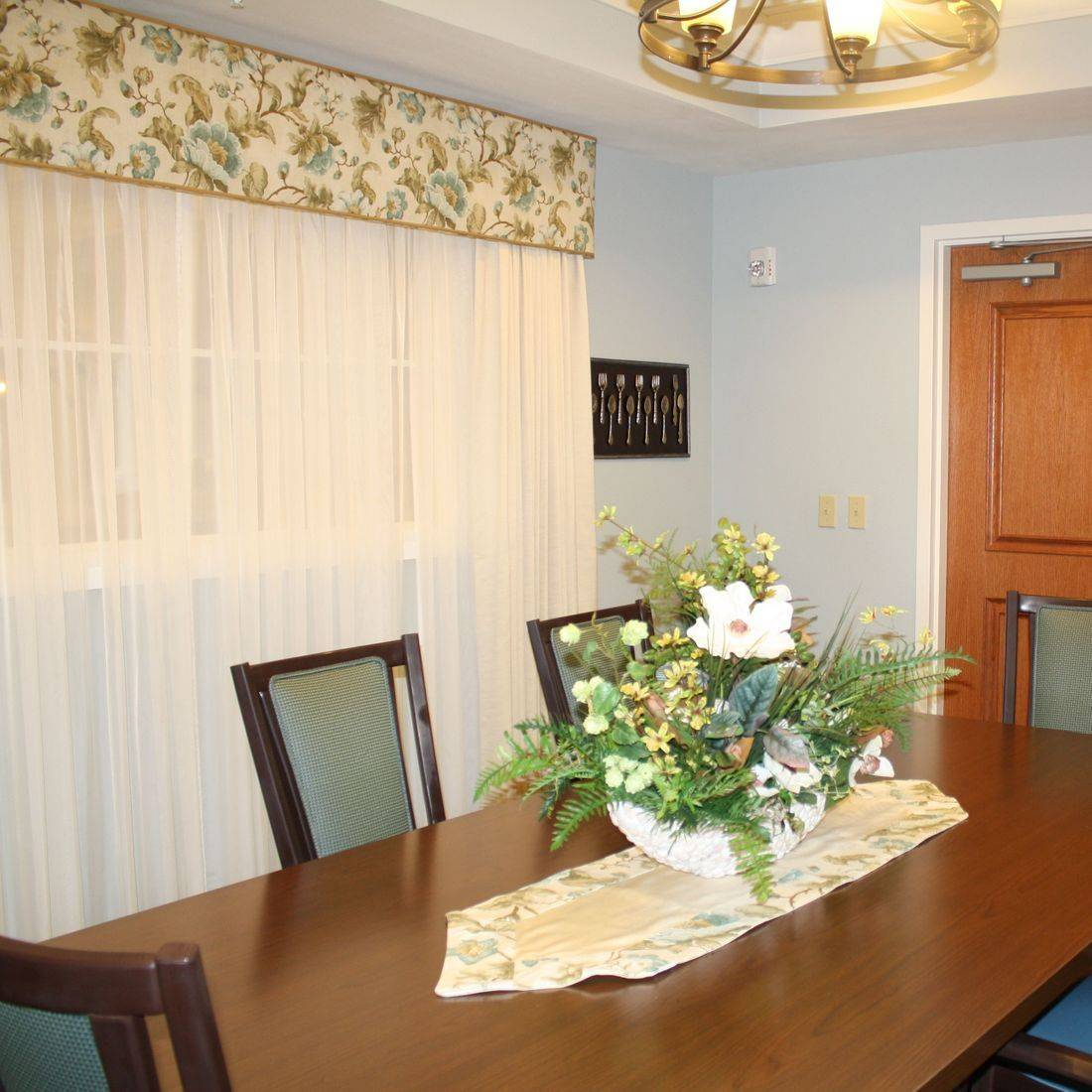 Magnolia Dining Room at Sumter Place by the Creative Design Team