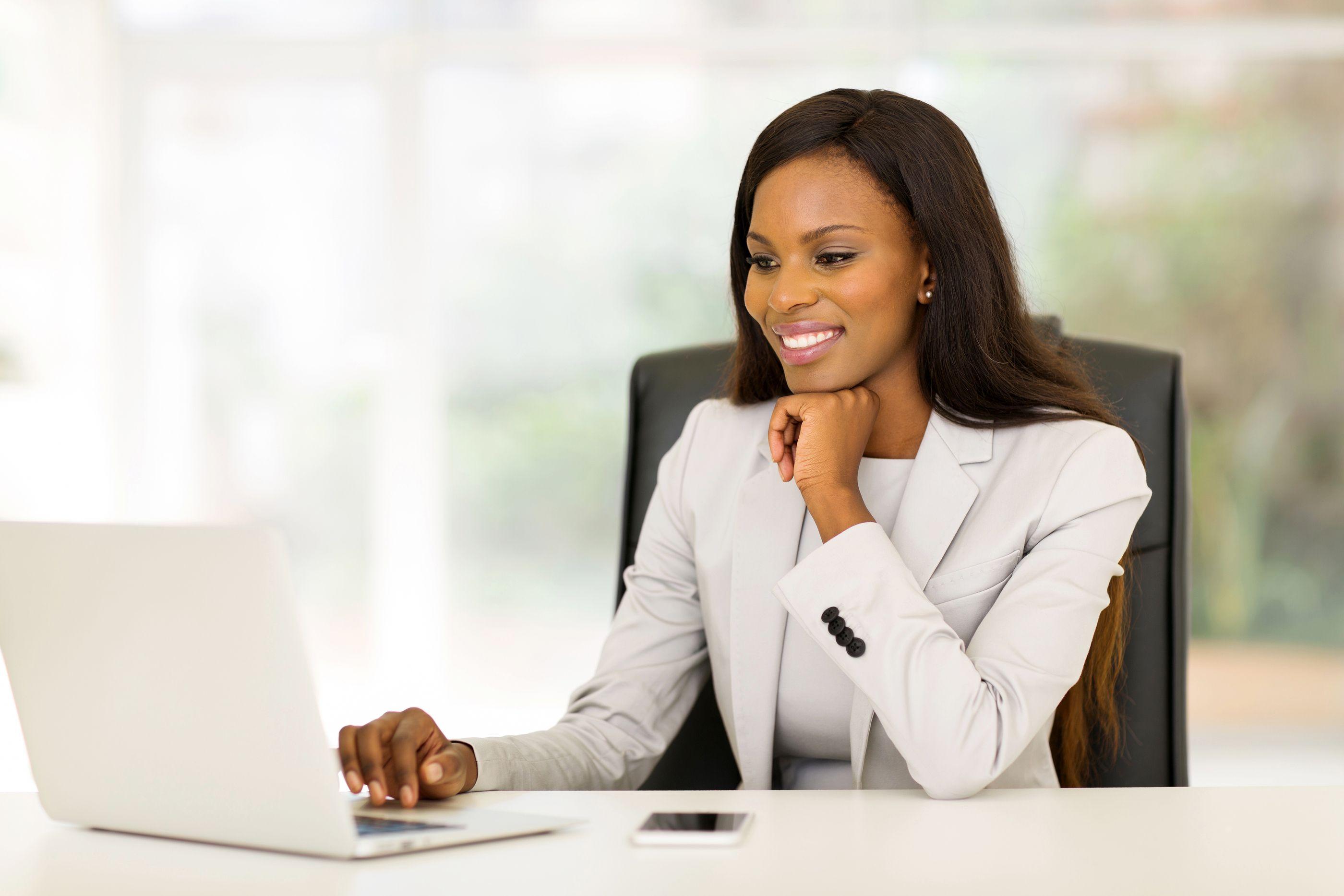 afroamerikanki-v-ofise-dokazatelstvom