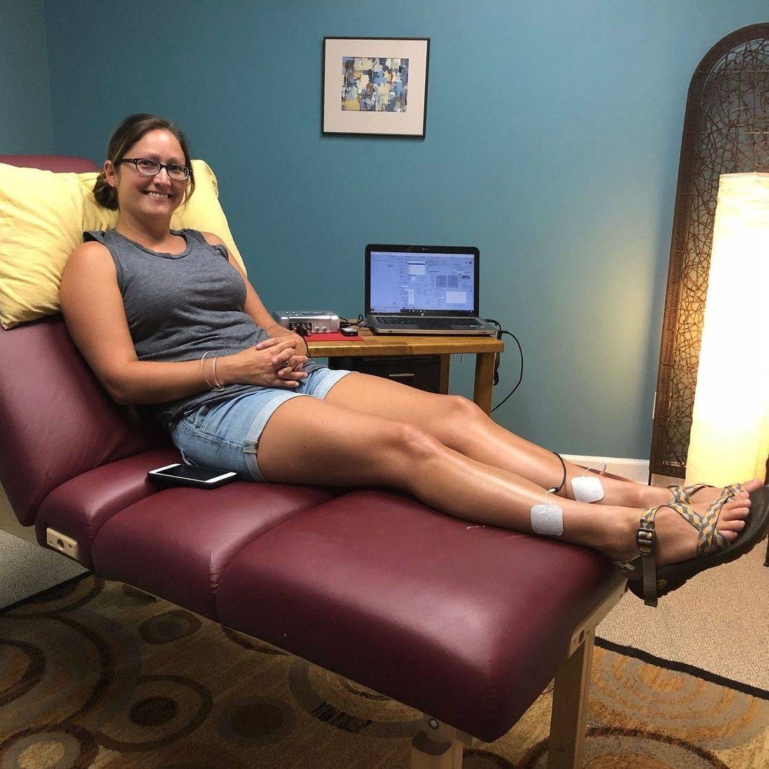 Dr. Ling's patient receives RFT  Resonant Frequency Therapy treatment