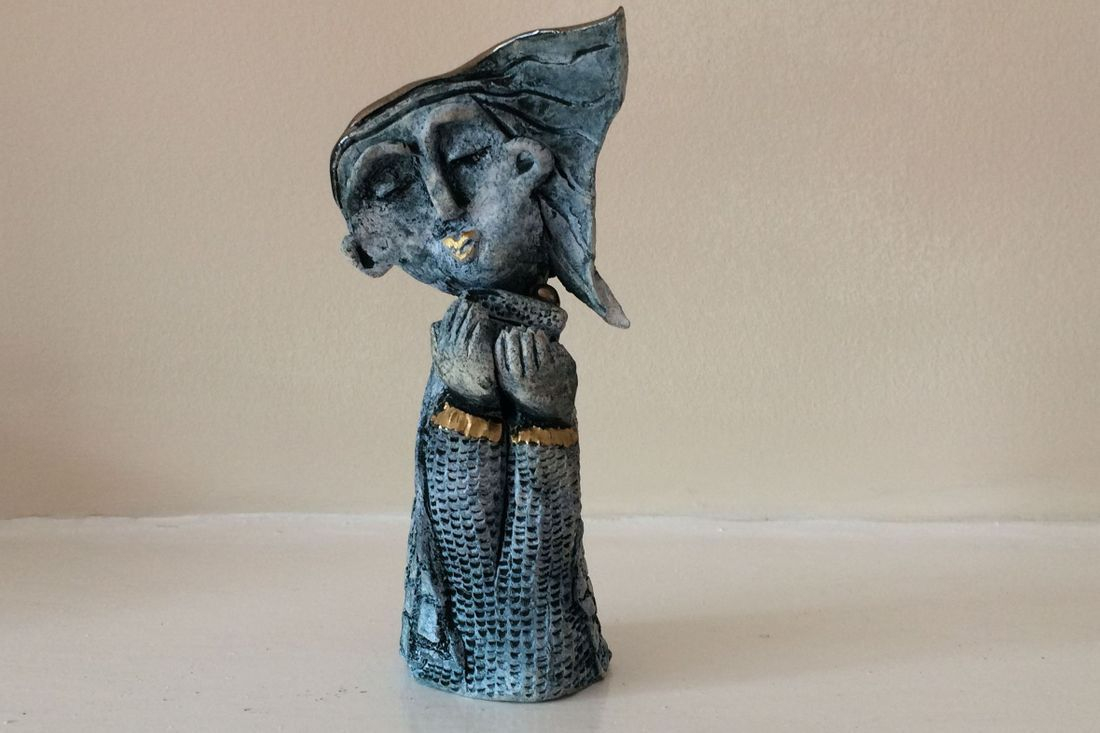 colebrookestoneandclay.com,ingrid,johannesson,ingrid johannesson,sculpture,clay,ceramic,girl,cake,oxide,cobalt,gold,texture