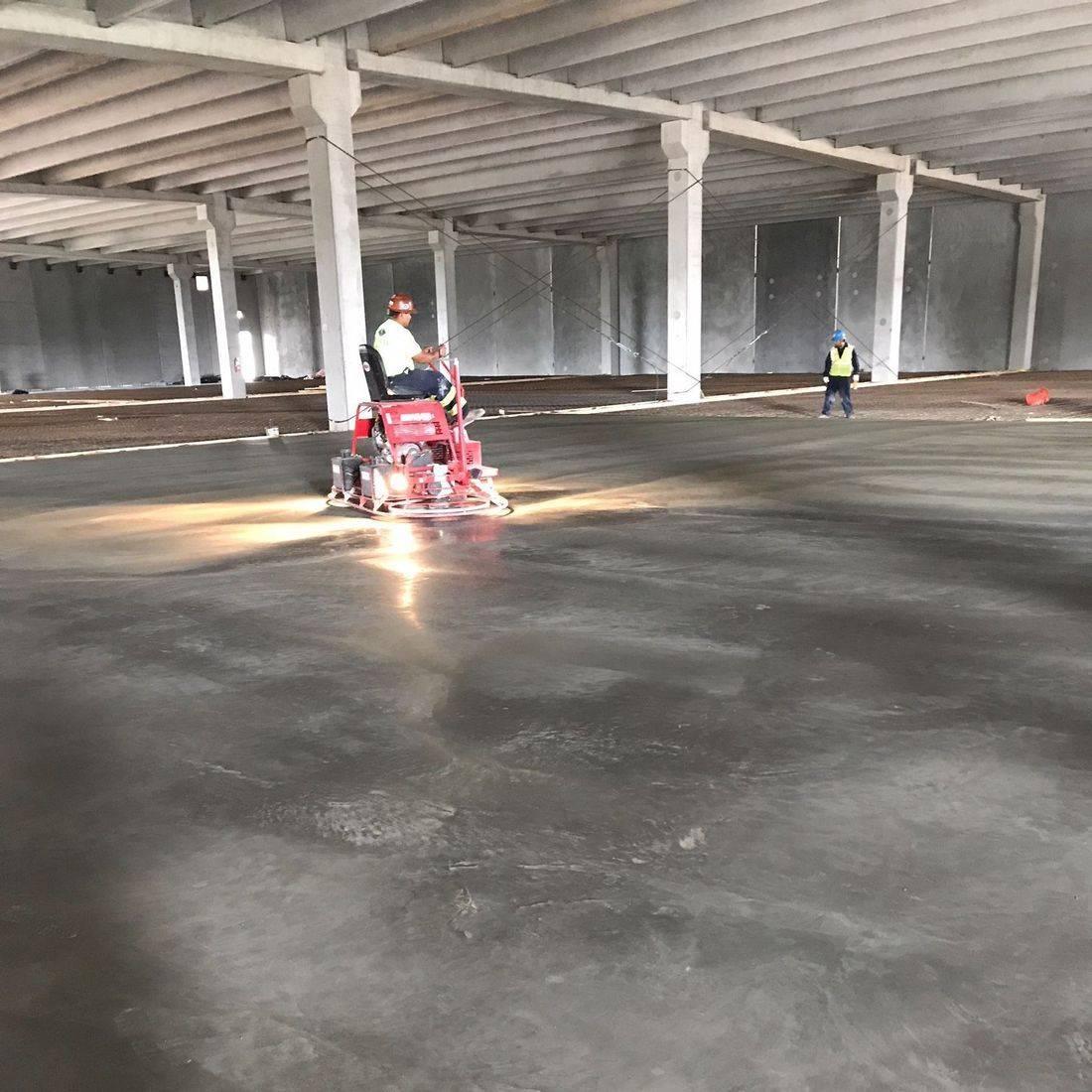 finishing concrete pour