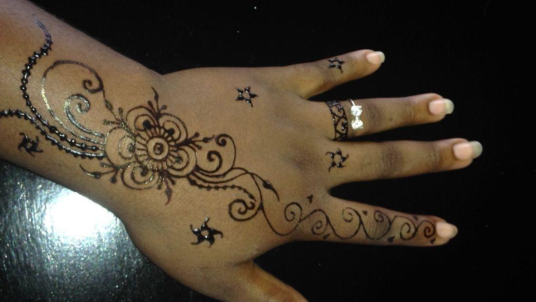 Flower Henna, Henna Tattoo, Henna, Ja'Henna, Henna in Negril Jamaica.