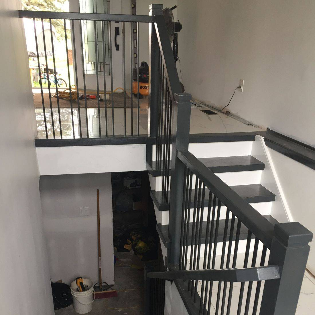Guelph Oak Stairs and Railings With Steel Spindles