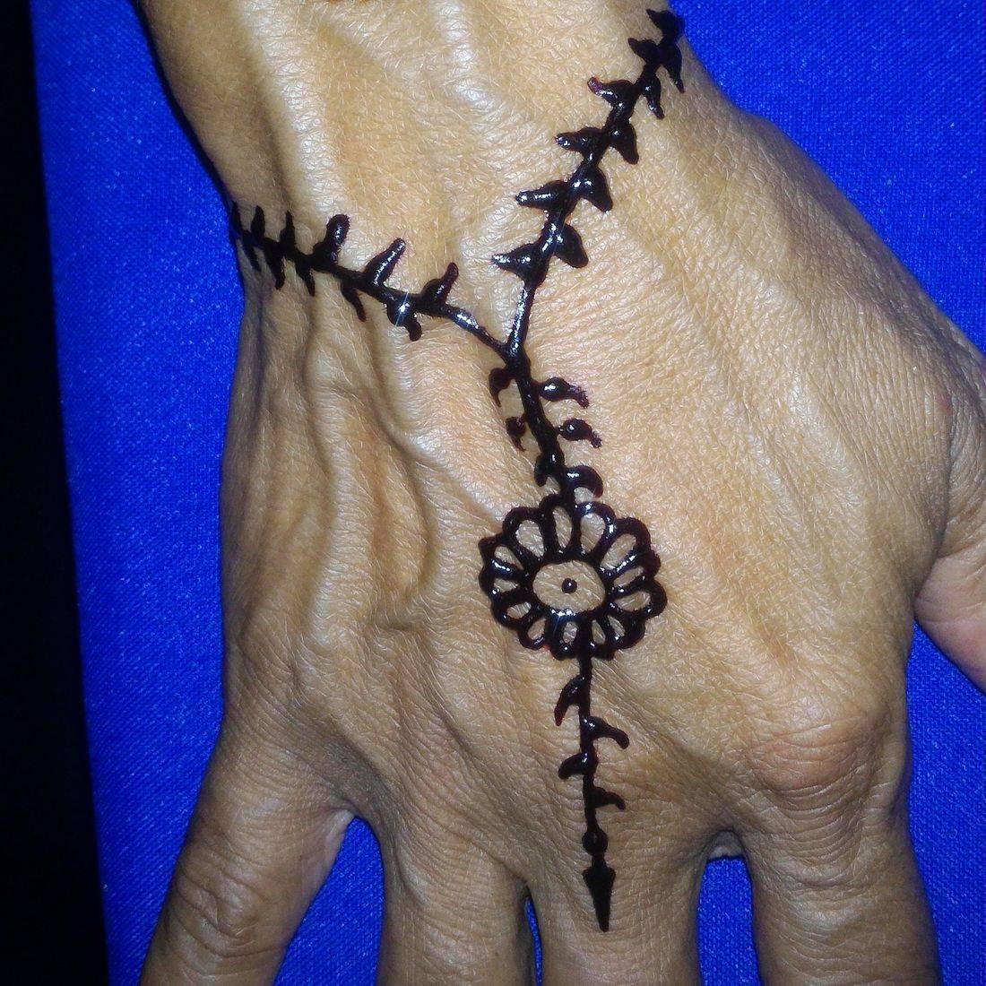 Simple flower henna, Henna Tattoo, Henna, Ja'Henna, Henna in Negril Jamaica