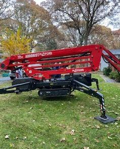 Maryland Licensed Tree Expert company with spider lift and crane