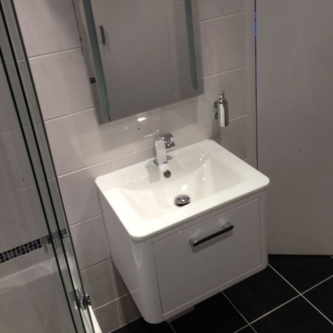 Touch Mirror Floating sink white
