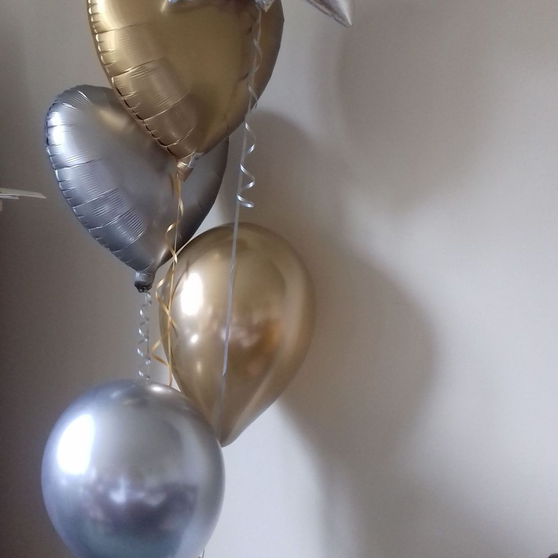 wedding balloon bouquet in silver and pink