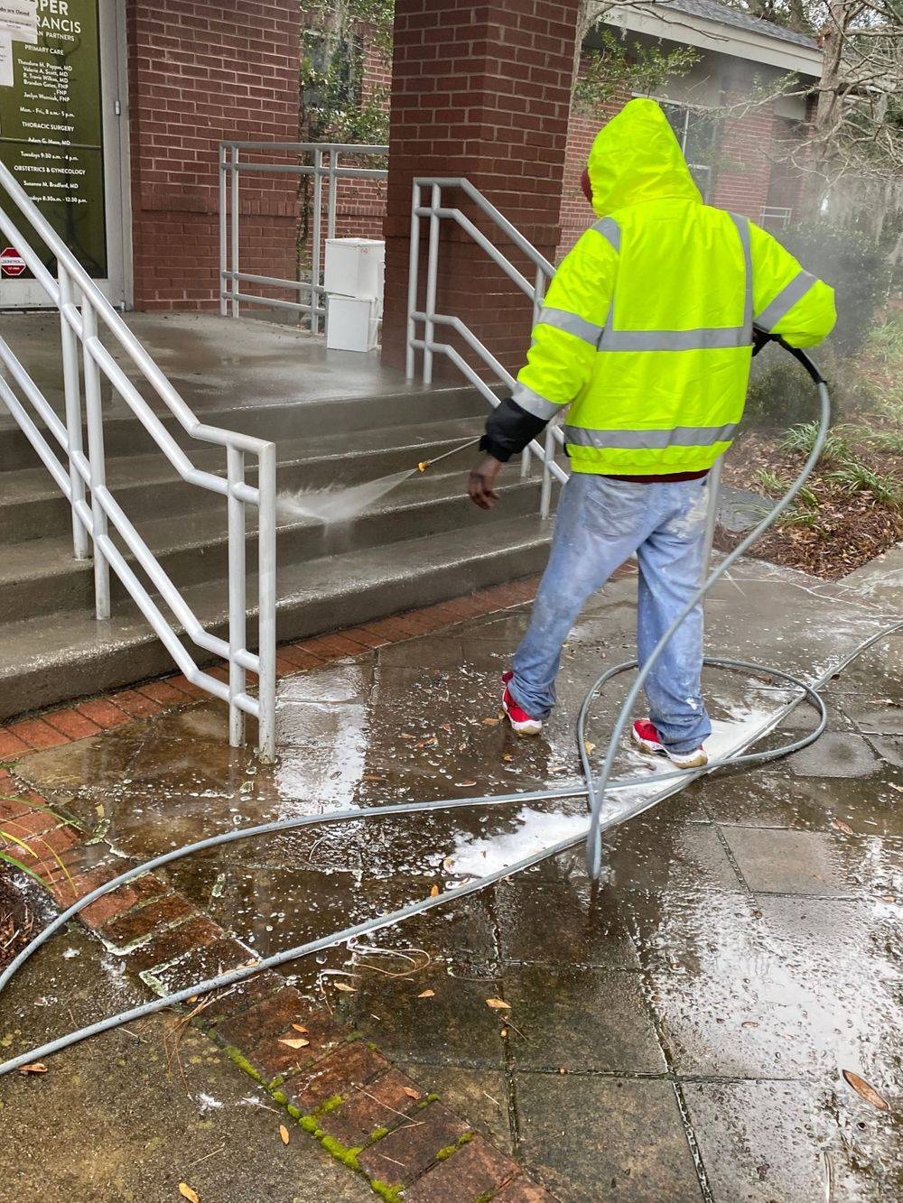 Concrete cleaning, driveway cleaning, powerwash driveway, pressure wash driveway, sidewalk powerwash, powerwash patio, power wash porch, driveway cleaning in Charleston, sc,