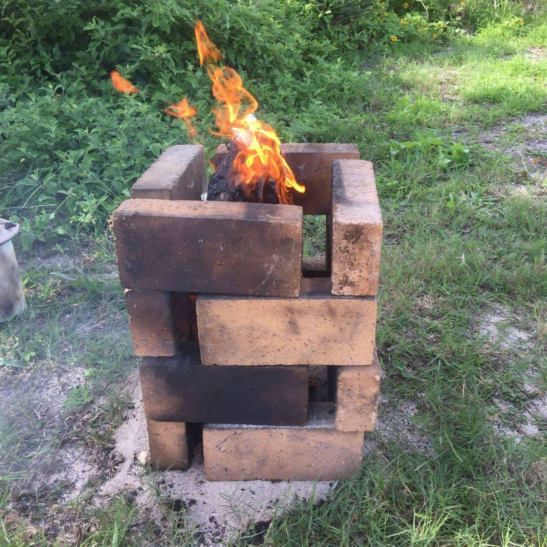 The temporary kiln for the smudge firing can be constructed as wished to contain the piece and allow air vents for irregular flame combustion