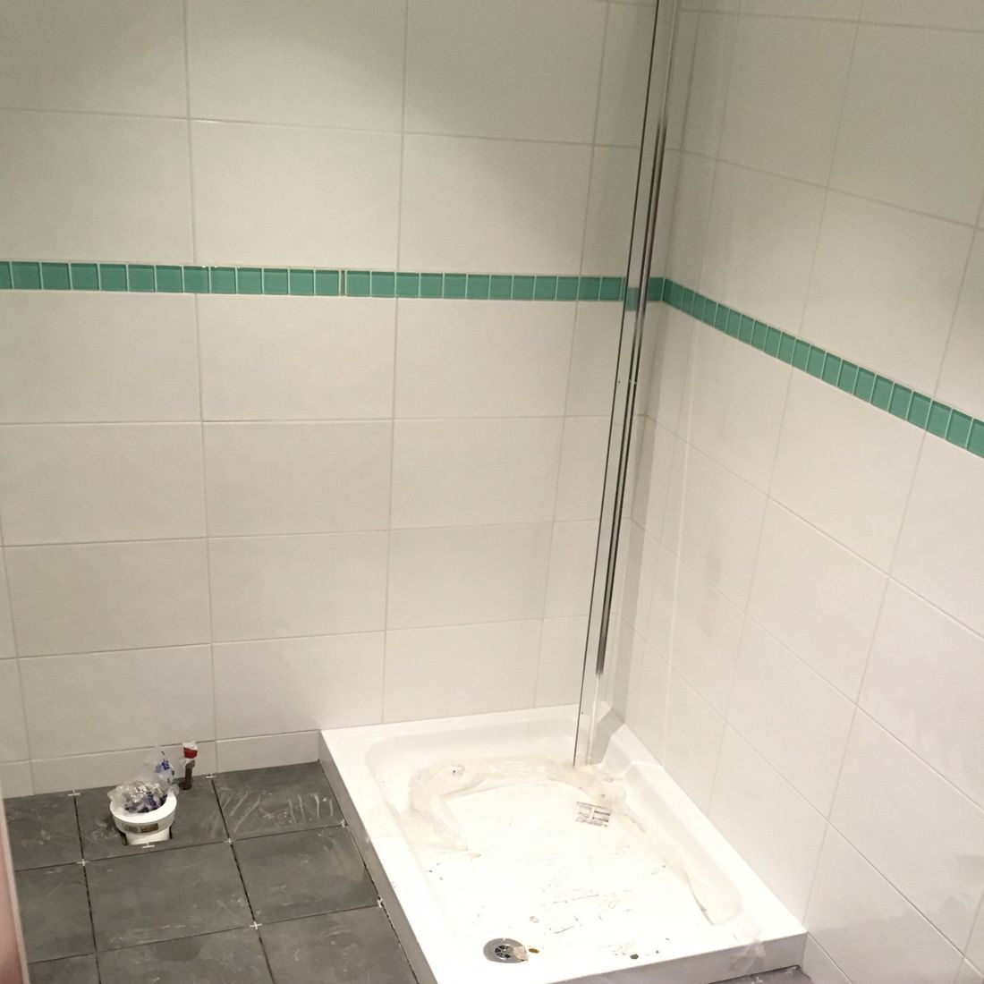 shower tray green glass tiles slate floor tiles